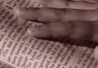 Одну из старейших Библий на английском языке продали за 48 тысяч долларов