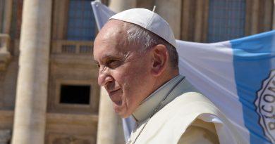 Папа Римский Франциск вручил премию Ратцингера двум учёным