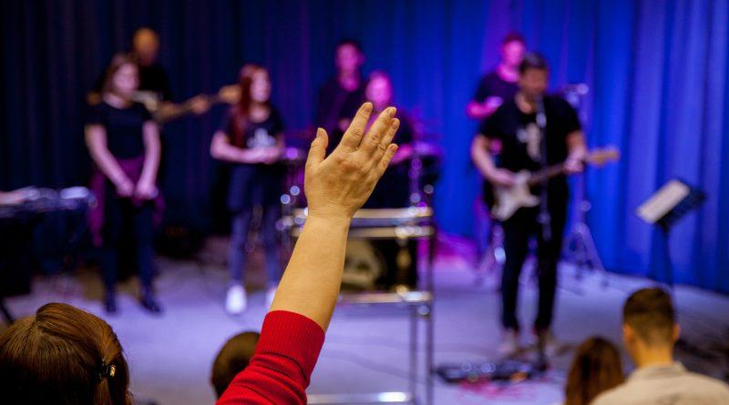 В церквях России прошли пост и молитва о прекращении притеснений христиан