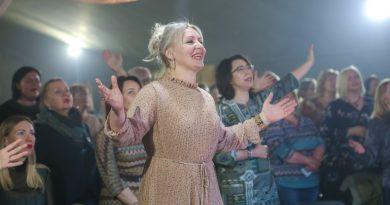 В России новосибирская церковь «Слово жизни» провела женскую конференцию #WaveWomen