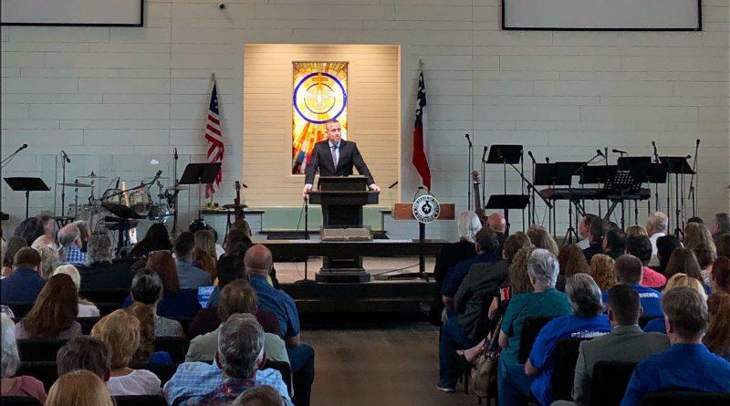 США: техасская церковь провела первое служение в новом здании после стрельбы в 2017 году